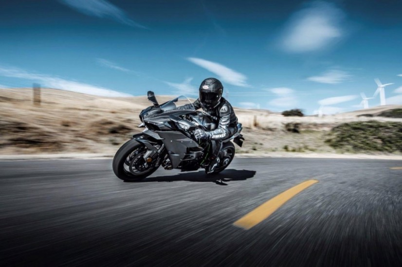 kawasaki_ninja_h2_carbon_action