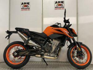 790 Duke zwart