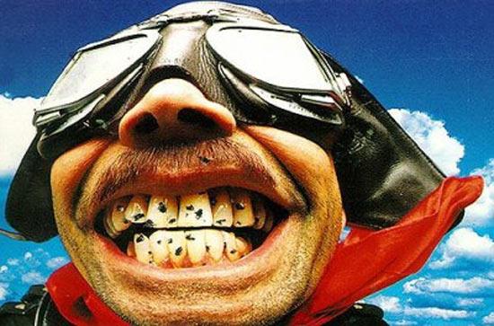 Vliegen tussen de tanden